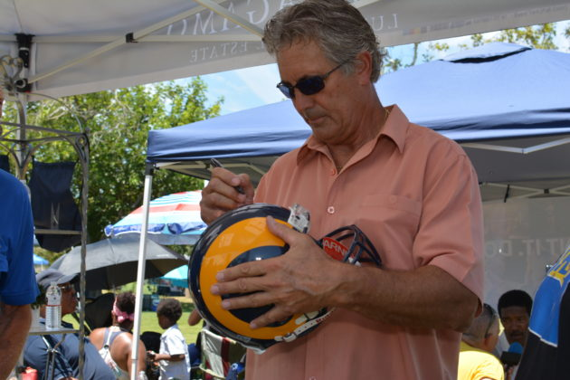 Vince Ferragamo signing autographs. Photo credit: Beautiful Memories by Valerie Gomez.